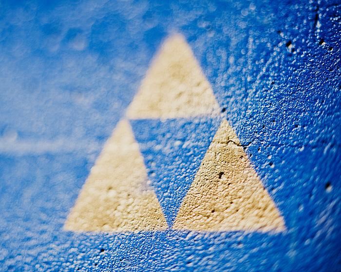 Zelda Tri-Force Graffiti - Freelensing