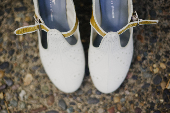 Oaks Pioneer Church Wedding Photographer - Bride's Shoes