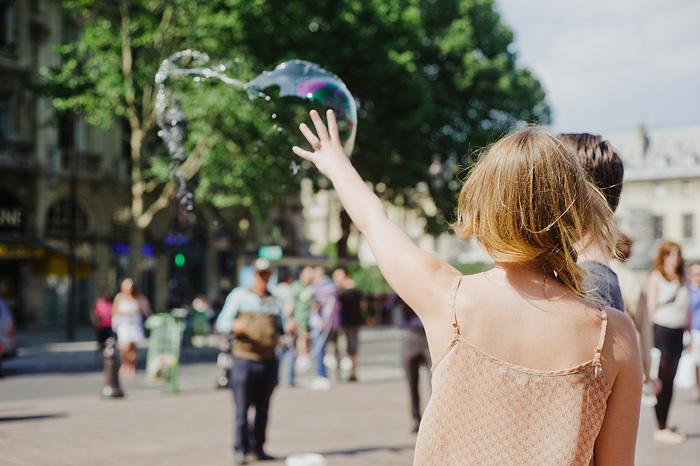 Portland portrait photographer - Paris elopement - Bubbles