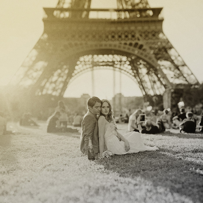Paris wedding photographer - Newlyweds under the Eiffel Tower