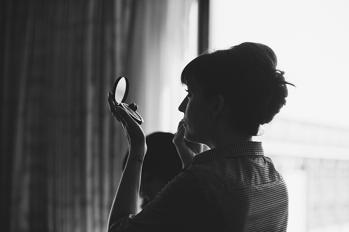 Portland Oregon Wedding Photographer - Bride putting on make-up at the Hilton Hotel