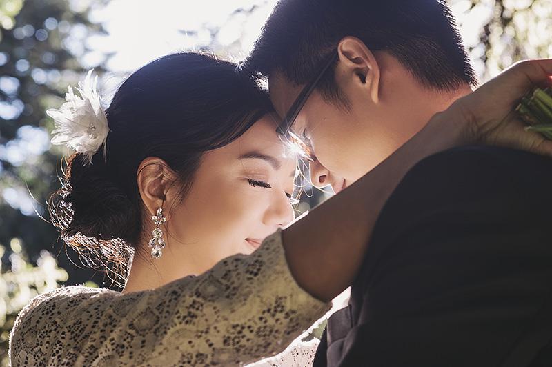 Oregon Wedding Photographer - Portrait of bride and groom in Hoyt Arboretum