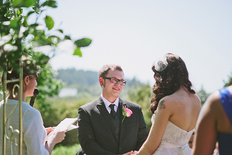 Arcata Wedding Photographer - Groom saying vows at the Humboldt Unitarian Universalist Fellowship