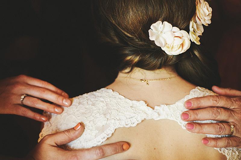 Oregon City Wedding Photographs - Prayer before the ceremony