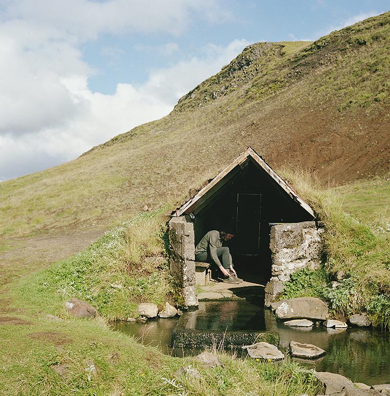 Iceland Wedding Photographer - Mark in Hrunalaug hot spring - Gifting Ljósmyndari