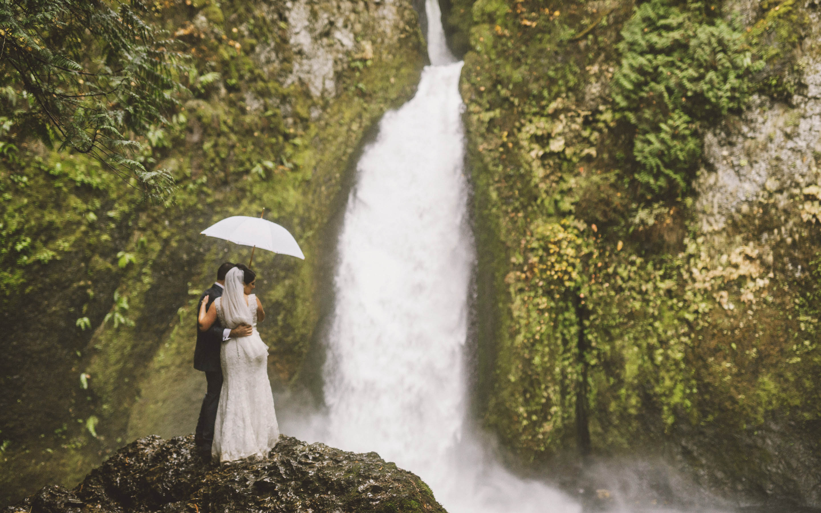 Portland Wedding Photographer | Melanie & Callen at Wahclella Falls
