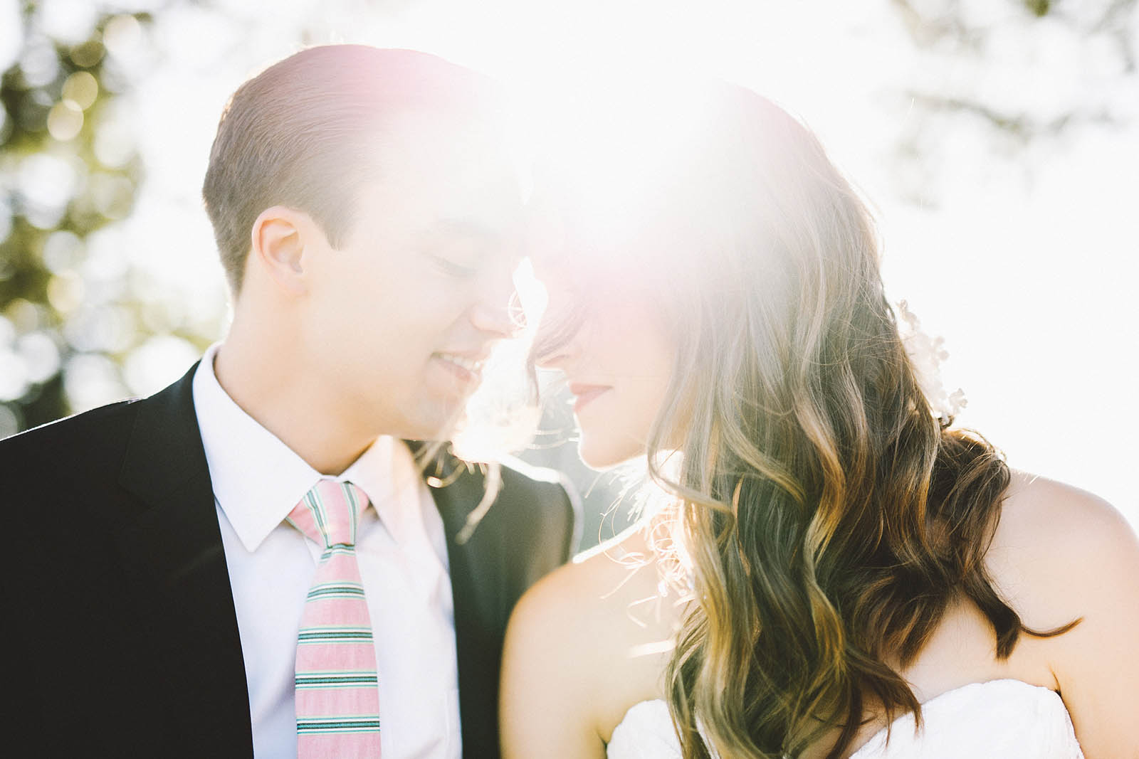 Sunny portraits near the Marshall House | Fort Vancouver Wedding in Washington