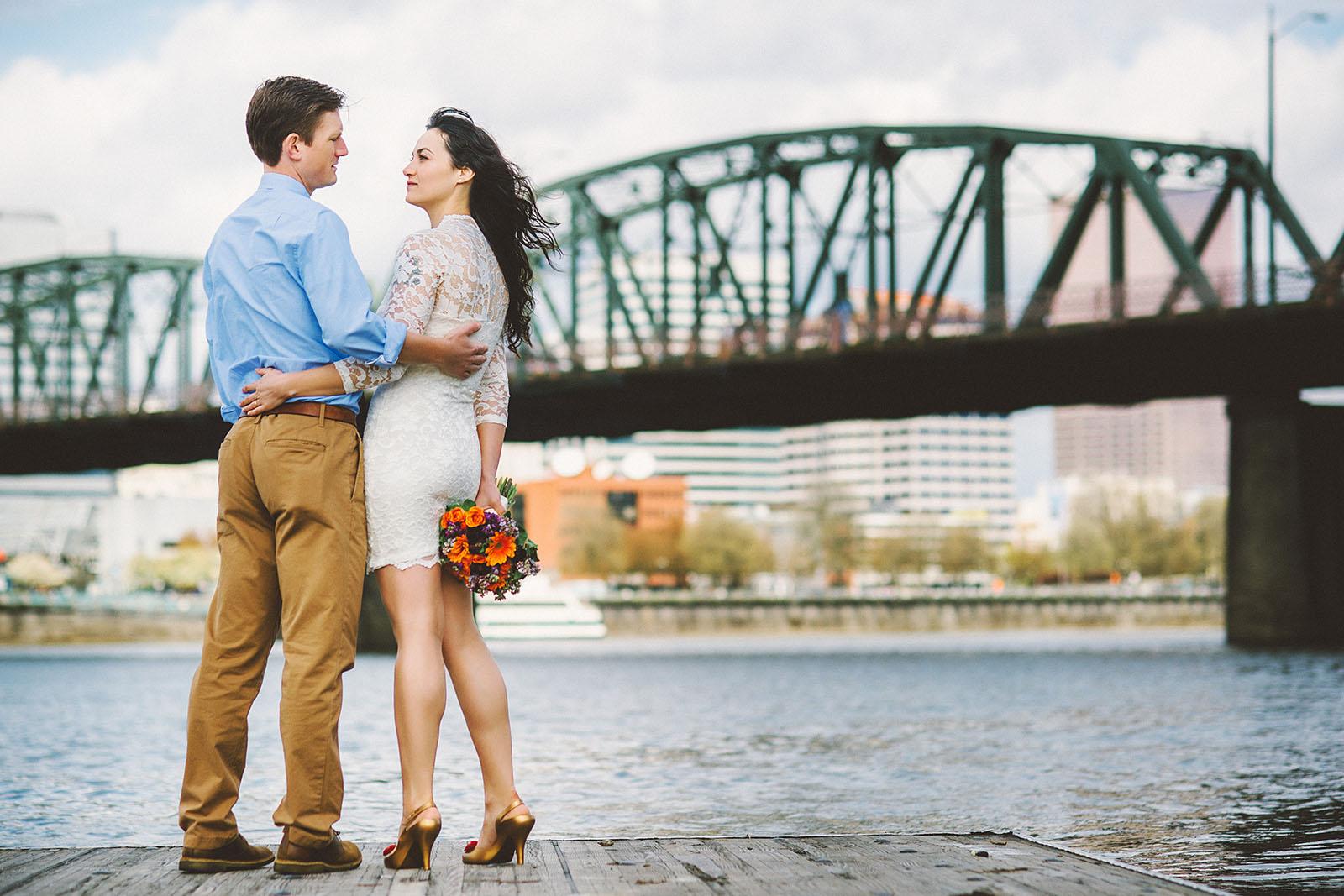 Portrait of couple with the Hawthorne Bridge | Portland Courthouse Wedding