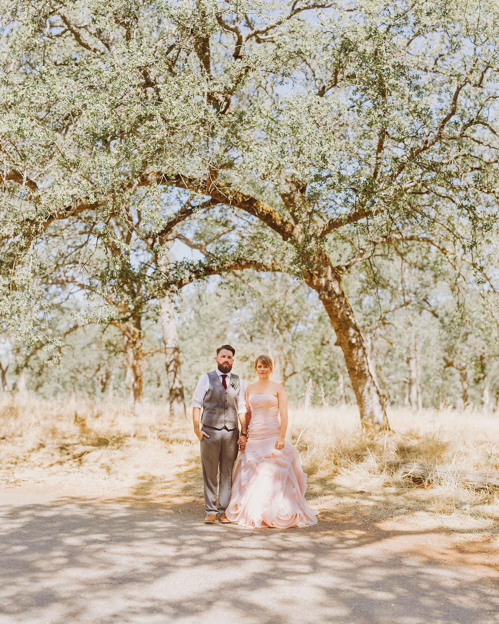 Brenizer Method of Bride and Groom under oak trees in Bidwell Park | Backyard Chico California Wedding