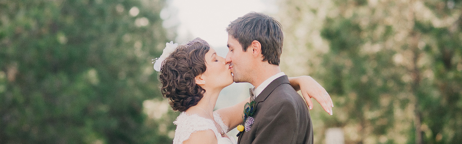 Portland Wedding Photographer Reviews - Megan and Adam's McCloud Mercantile Wedding