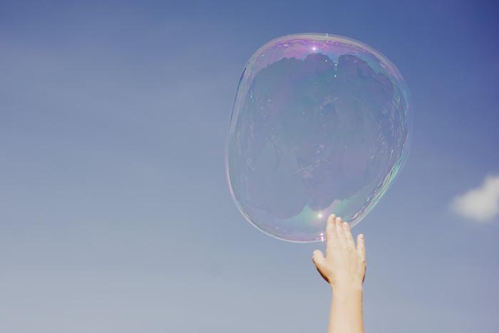 Paris Engagement Photographer - Paris elopement - Bubbles