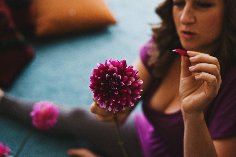 Multnomah Courthouse Wedding Photographer - Bride making the bouquet