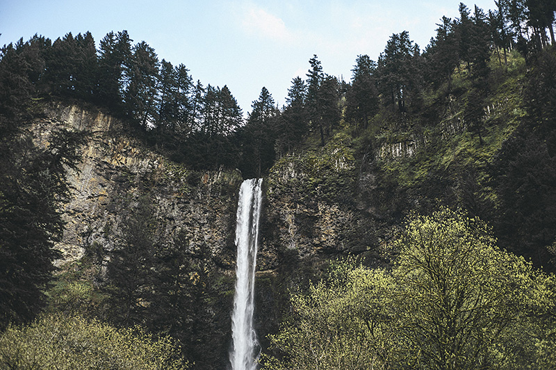 Portland Honeymoon Photographer - Multnomah Falls Waterfall