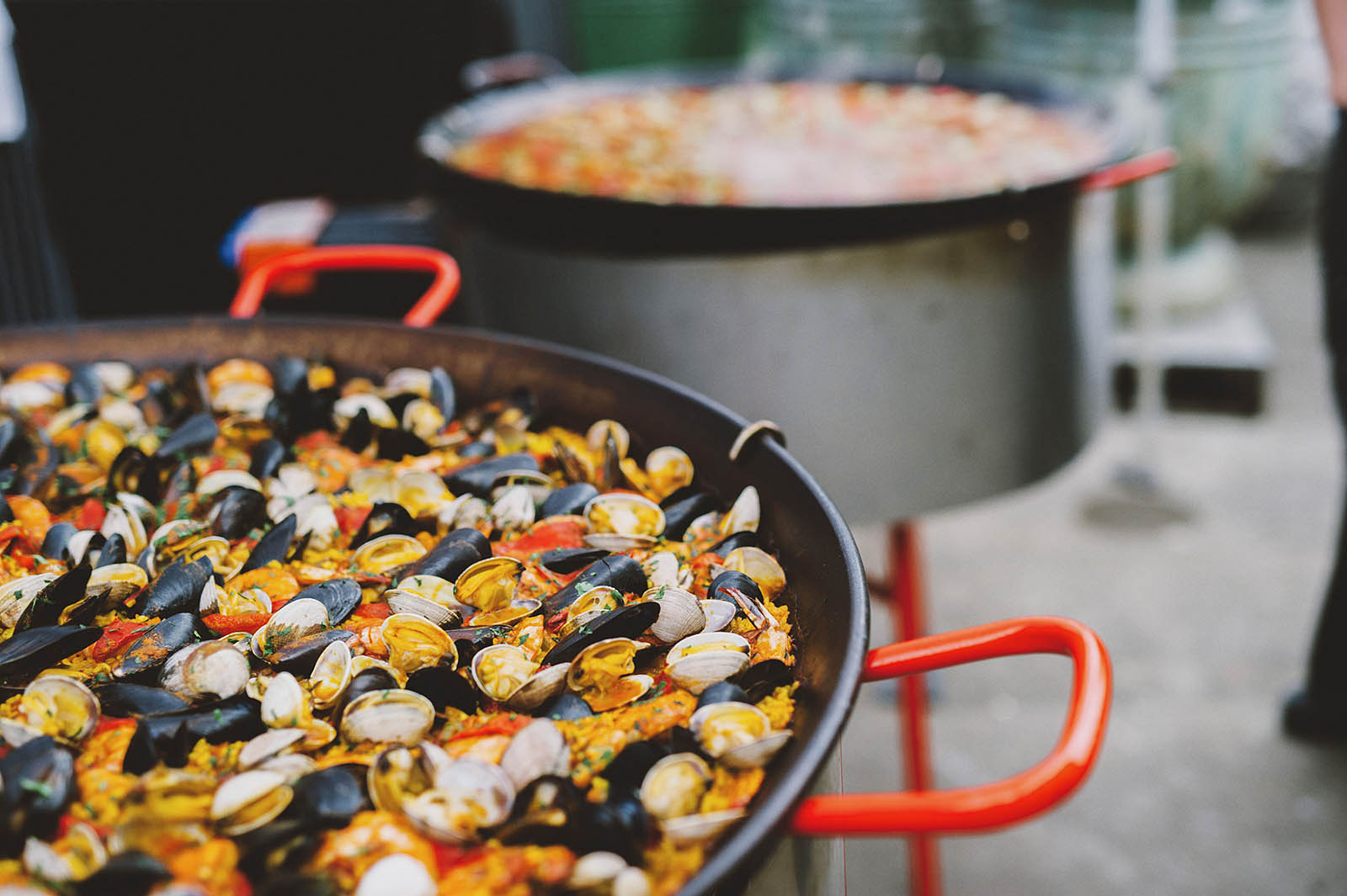 Cooking paella for the reception | Castaway Portland Wedding