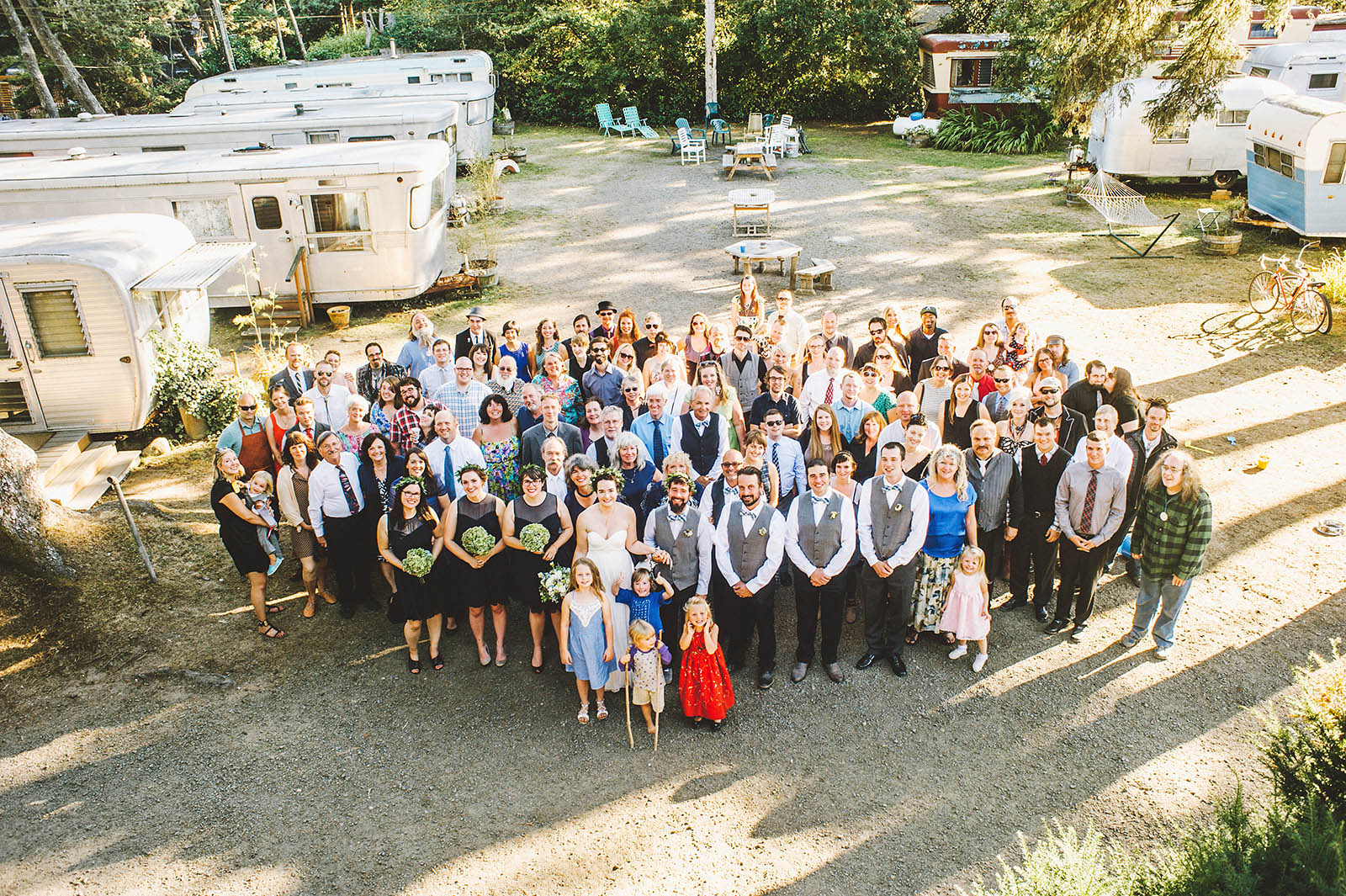 Group photo of the entire guest list | SouWester Lodge Wedding