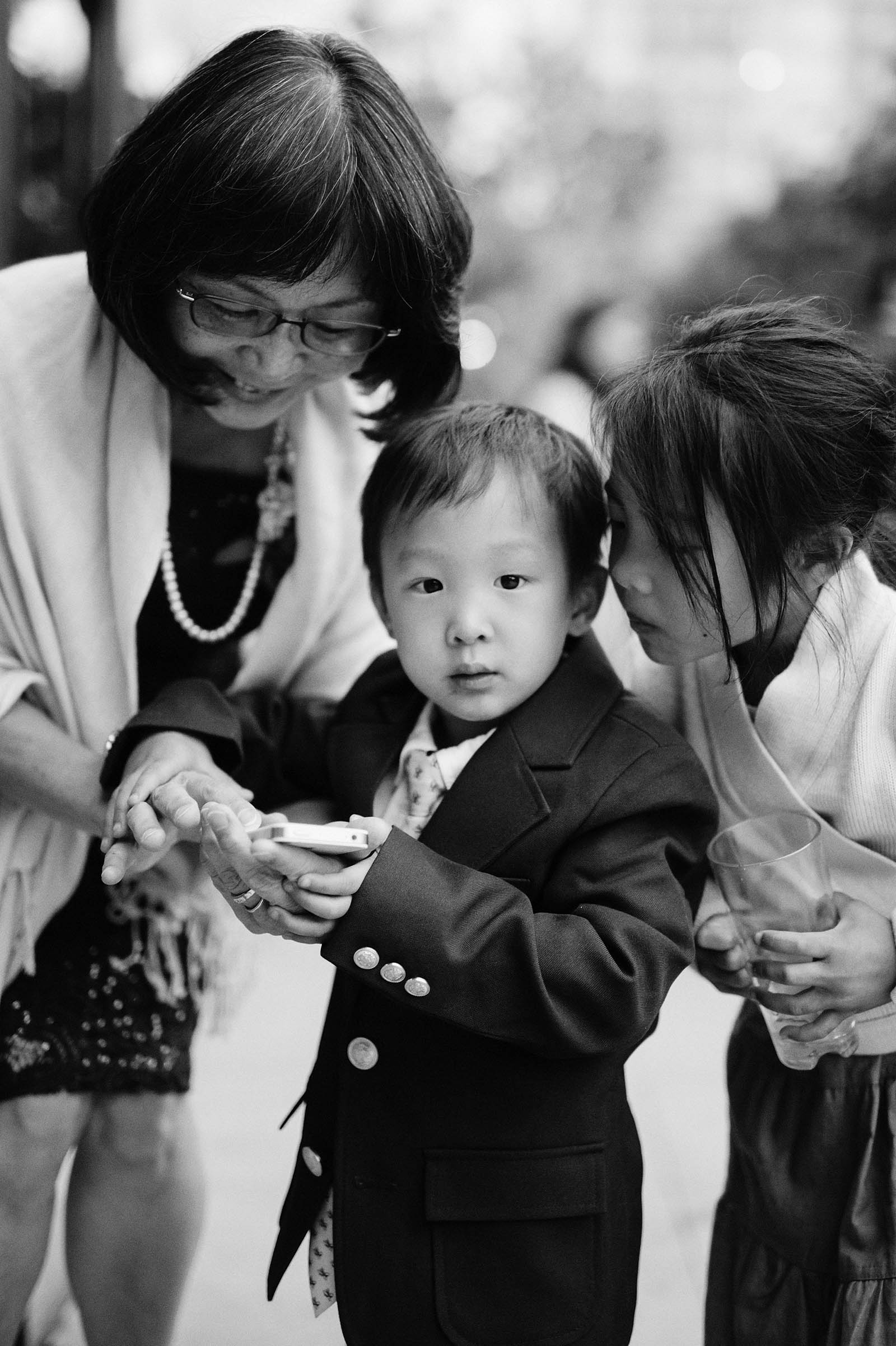 Mother of Bride with small children | Lan Su Chinese Garden Wedding