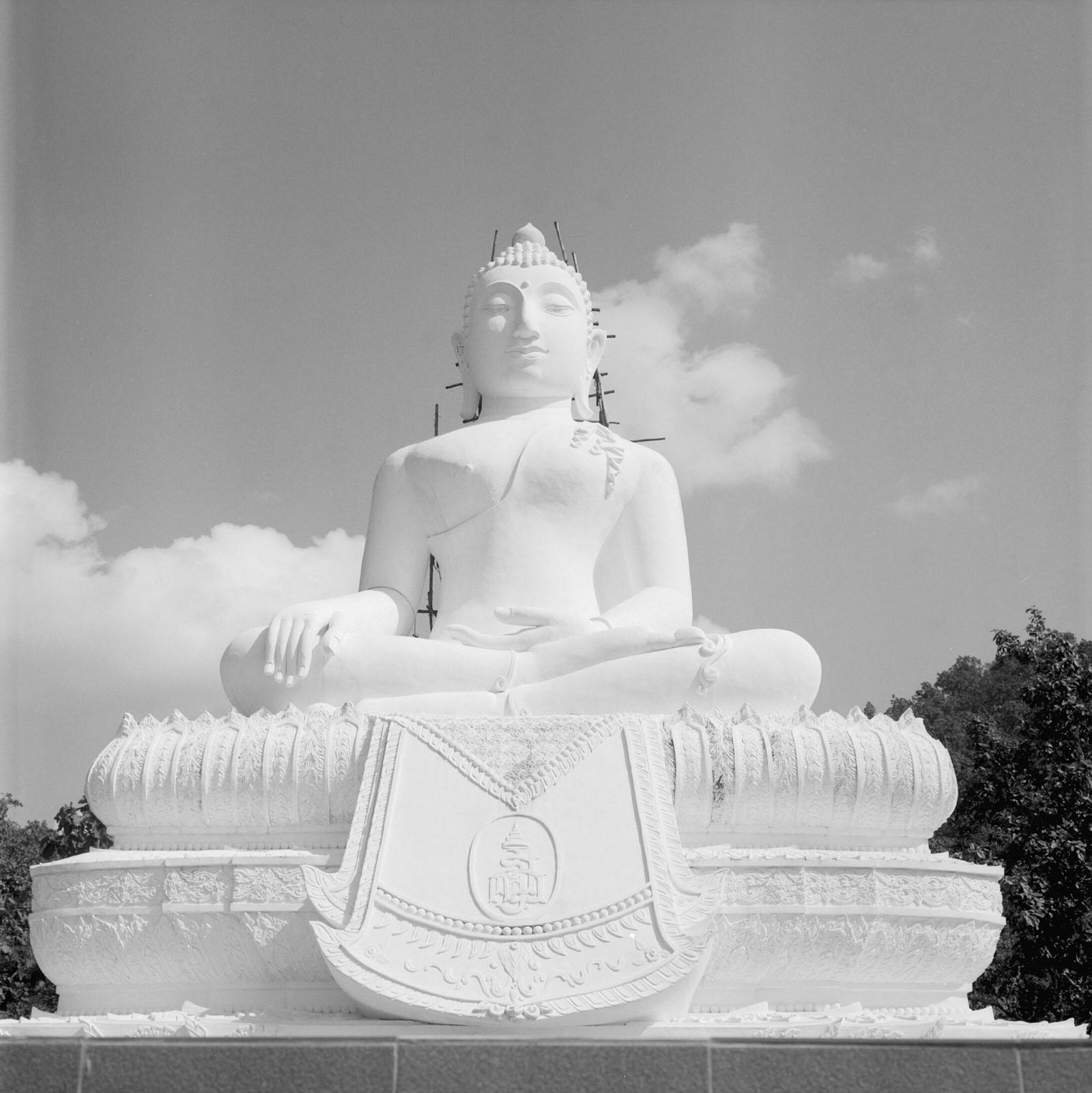 The White Buddha statue in Pai | Thailand Travel Photos