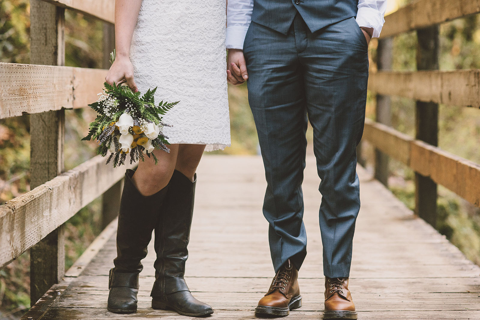 Walk along the Tanner Creek bridge | Wahclella Falls Wedding