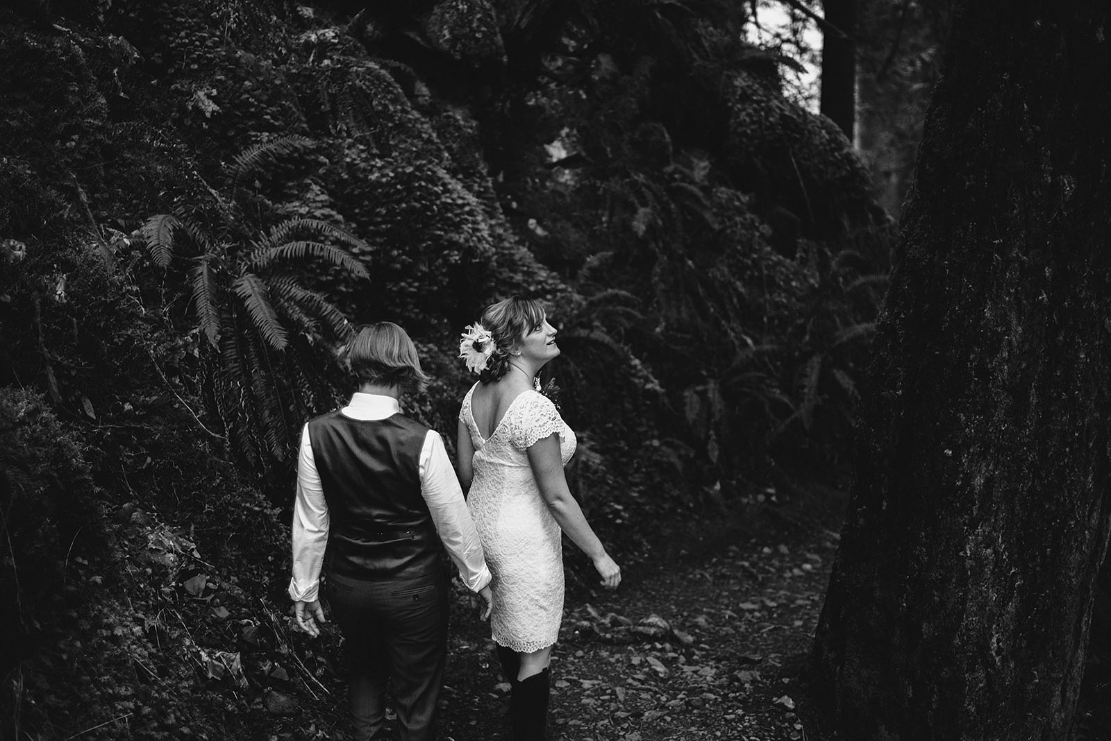 Brides hiking into the ceremony site | Wahclella Falls Wedding