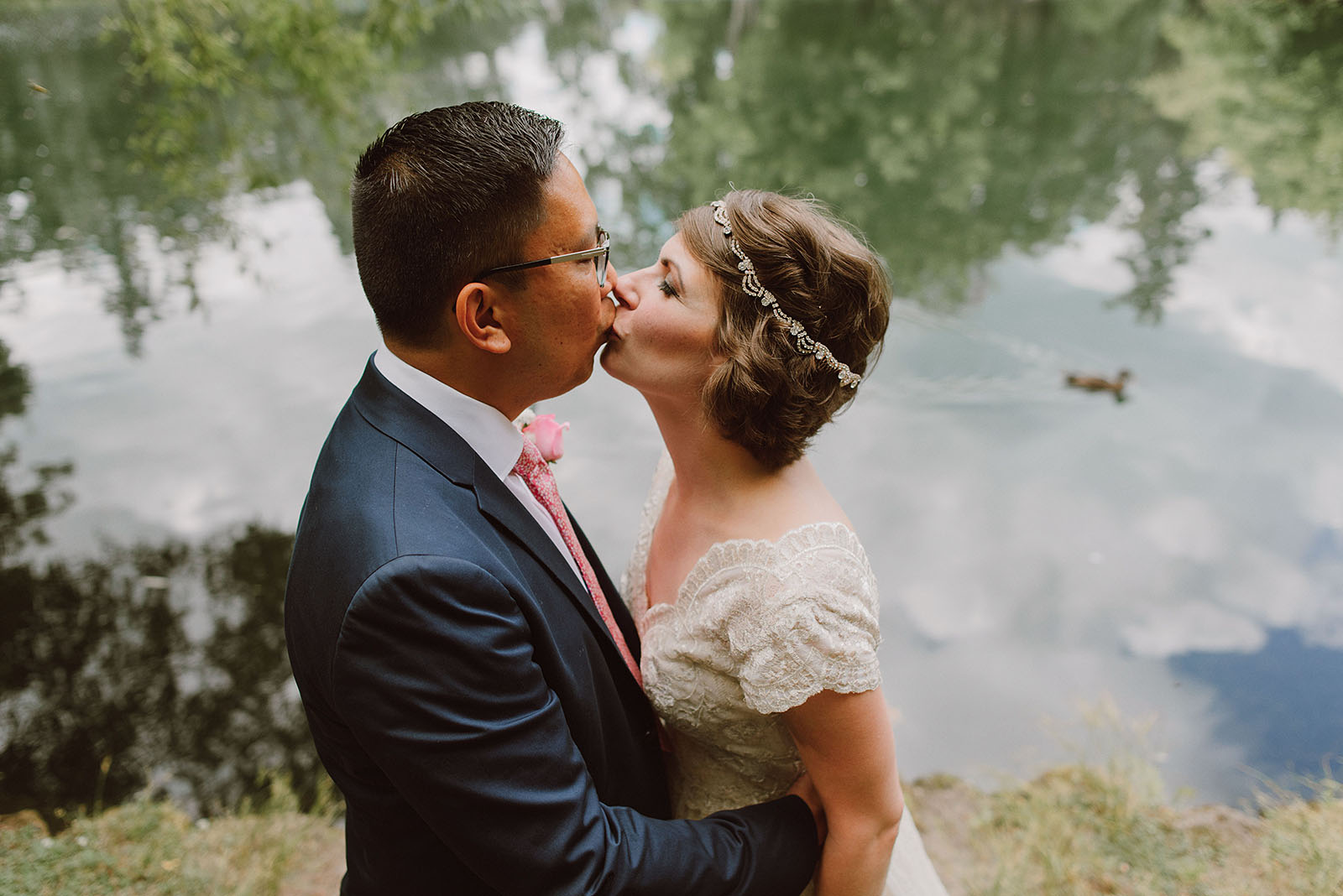 Kissing at the duck pond in Laurelhurst Park | Downtown Portland Elopement